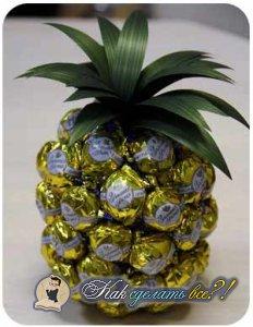 Как сделать ананас из конфет?